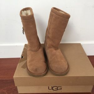 UGG boots in chestnut/ SZ 6/ shaft height 10.5